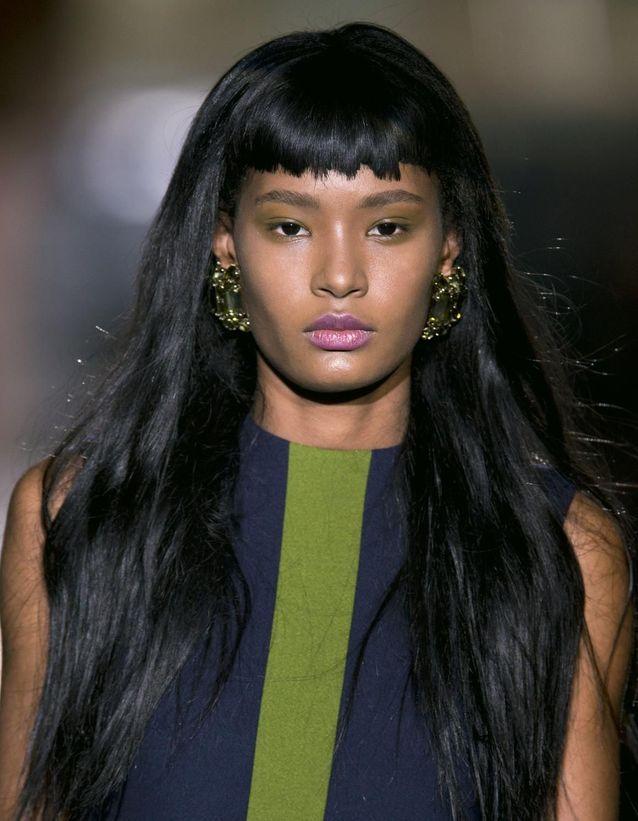 Frange courte cheveux longs