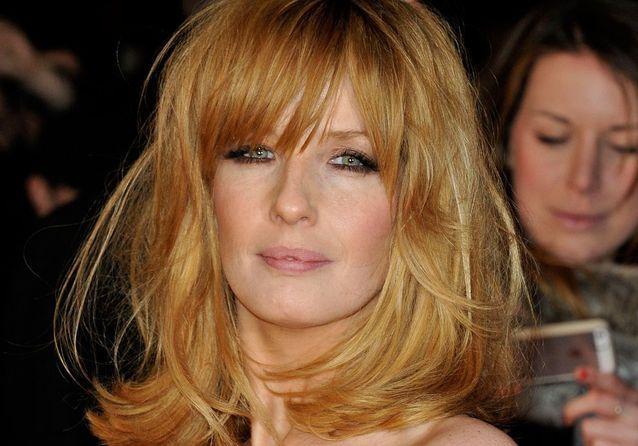 Kelly Reilly : de boyish à glamour, on veut ses cheveux roux !