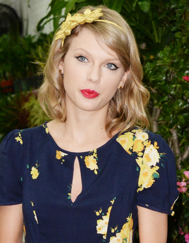 Le serre-tête à fleurs de Taylor Swift