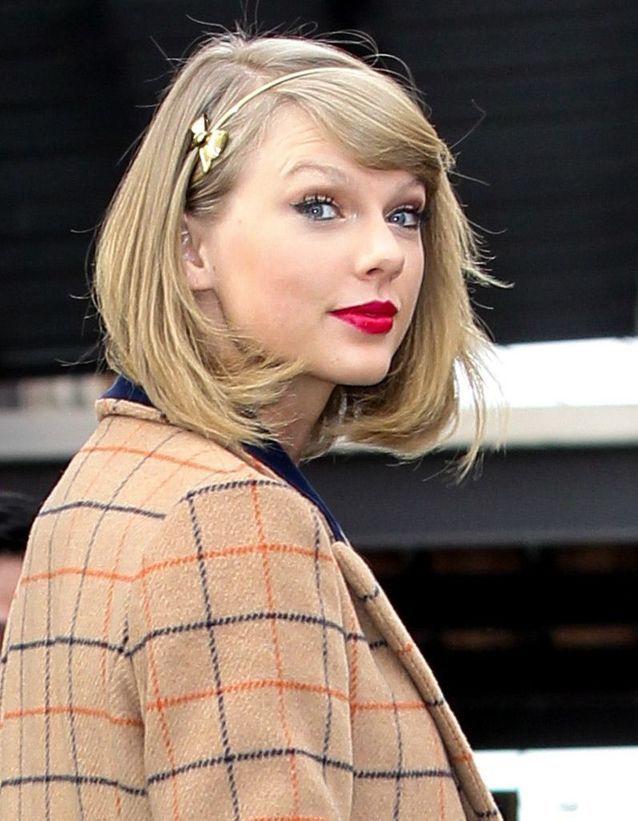 Le serre-tête en or de Taylor Swift