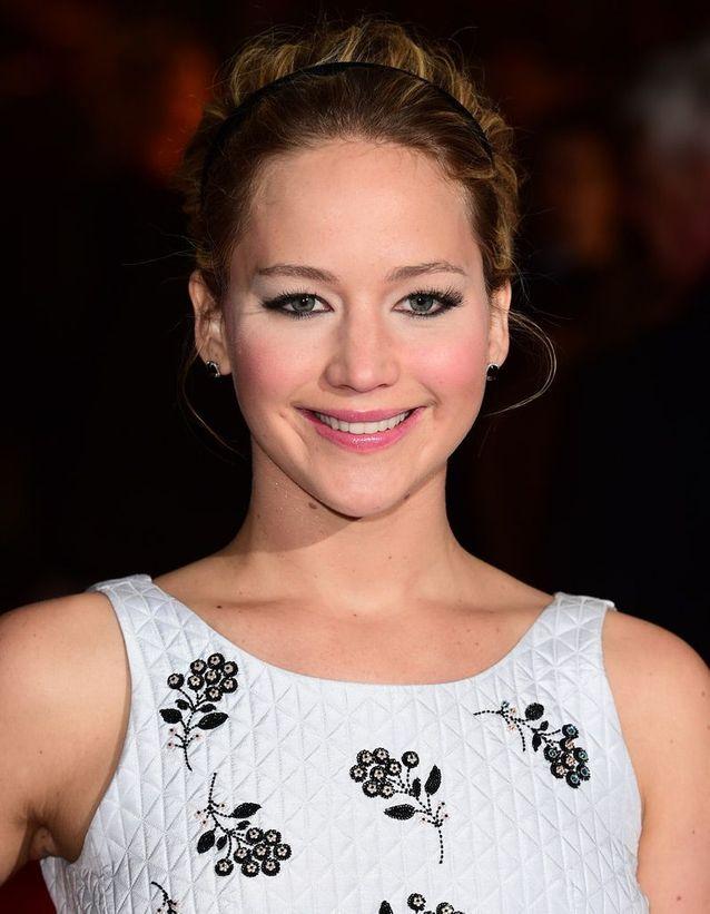 Le serre-tête noir de Jennifer Lawrence