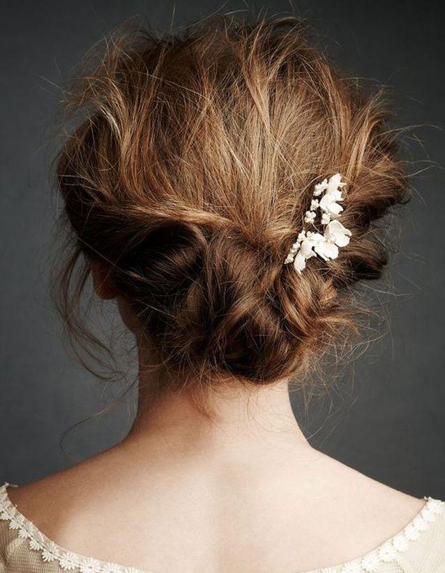 Coiffure de mariée Chignon flou et petites fleurs