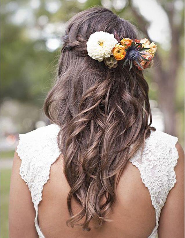 Coiffure de mariée Ondulations fleuries