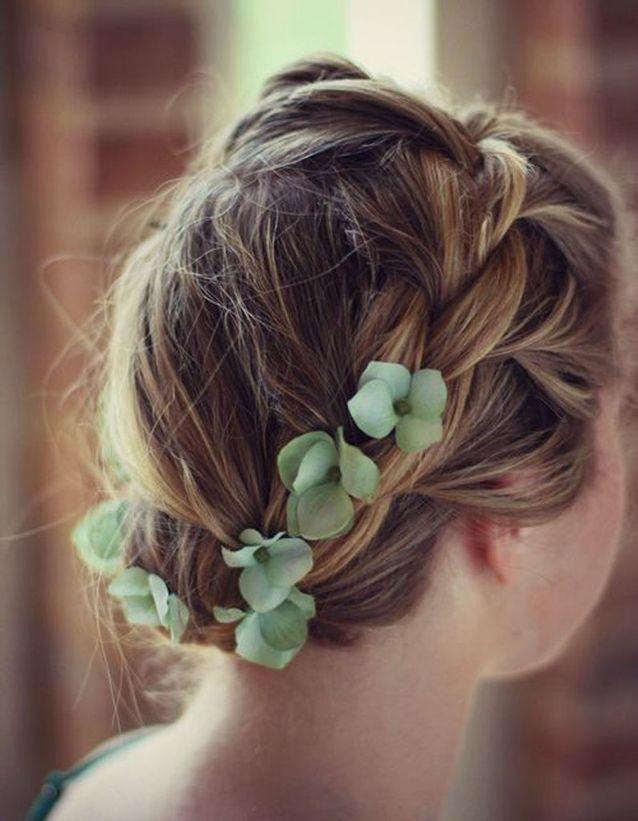 Coiffure de mariée Tresse fleurie