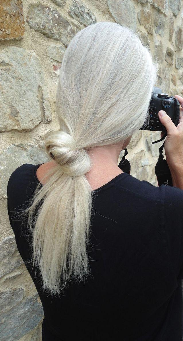 Cheveux blancs chignon