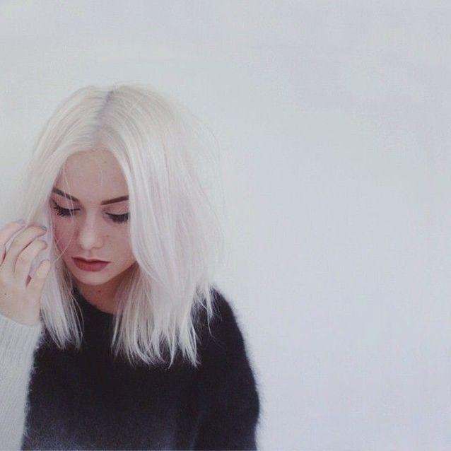 Cheveux blancs décolorés