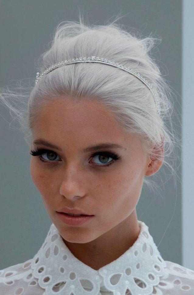 Cheveux blancs et accessoire cheveux
