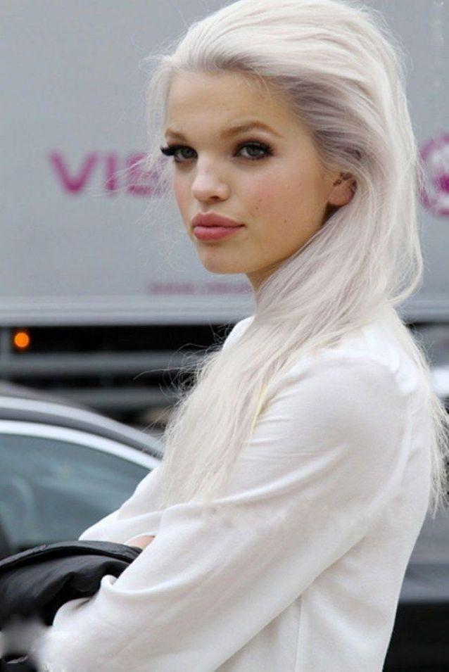 Cheveux longs et blancs