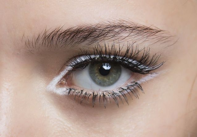 Eyeliner blanc délicat
