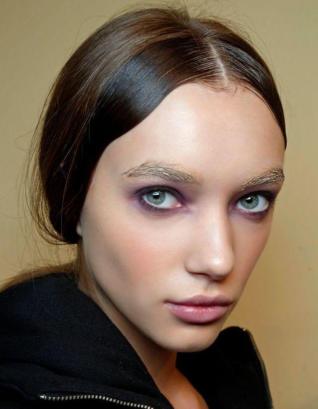 Exemple de maquillage des yeux bleus