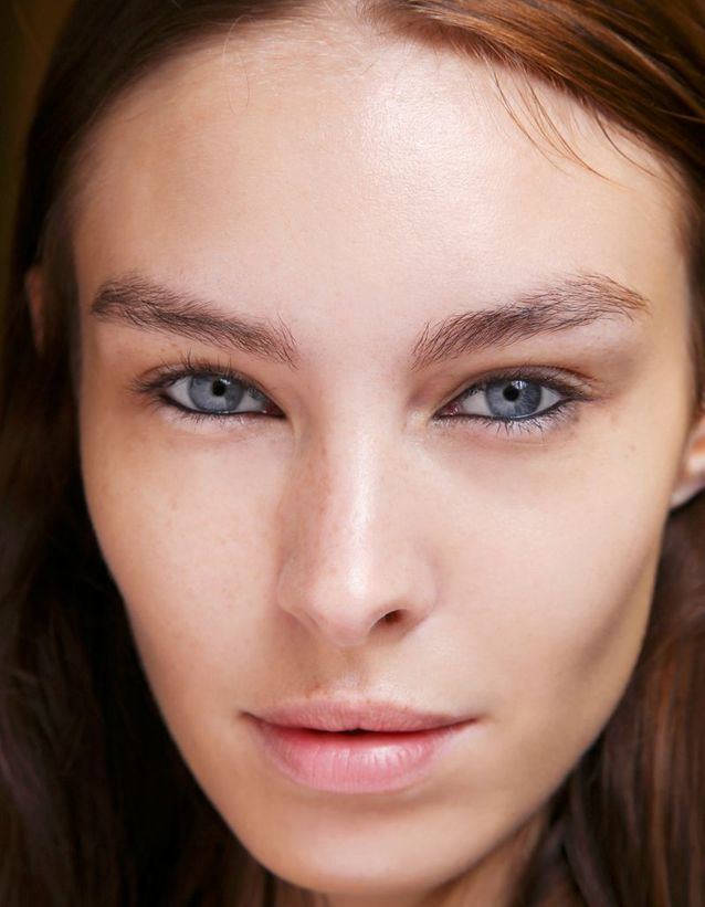 Maquillage des yeux bleus avec khôl