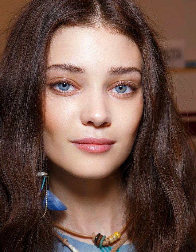 Maquillage des yeux bleus clairs