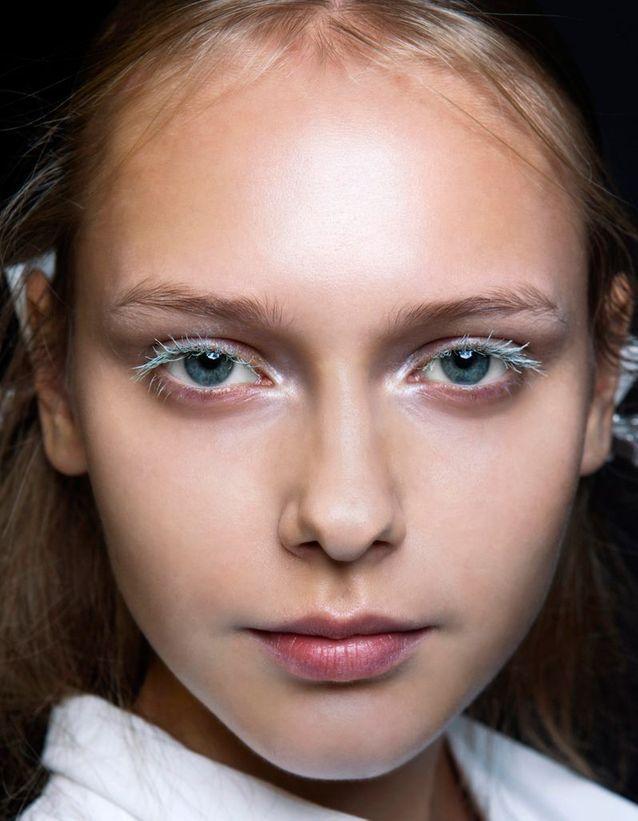 Maquillage des yeux bleus extravagant
