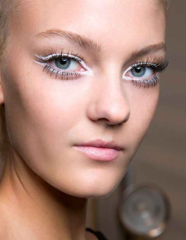 Maquillage des yeux bleus foncés