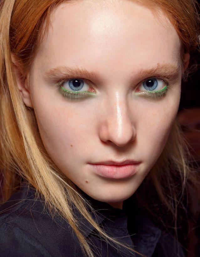 Maquillage des yeux bleus modèle
