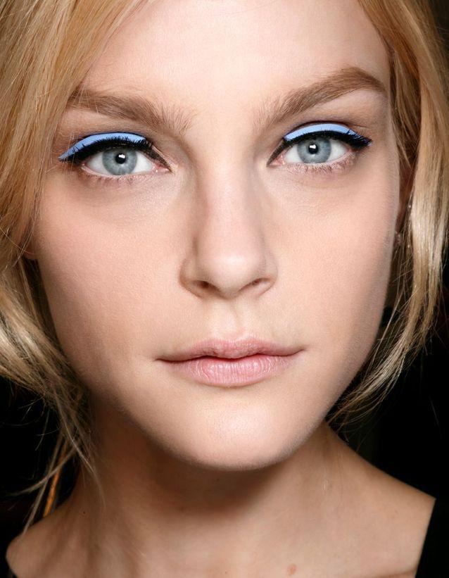 Maquillage des yeux bleus original