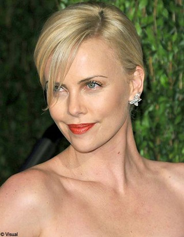 Beaute shopping tendance look charlize theron conseils maquillage GENERIQUE OK1