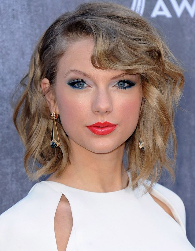 Le khôl bleu canard de Taylor Swift