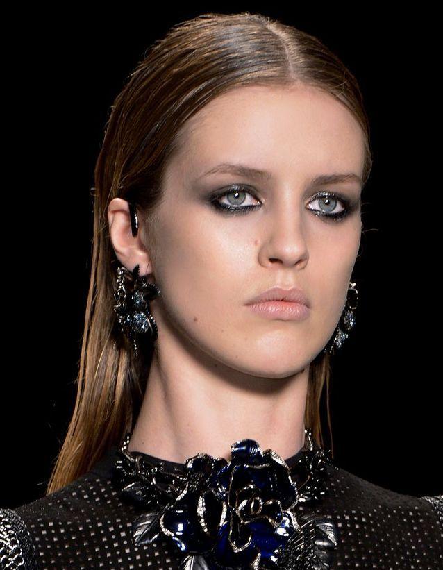 Le maquillage grunge selon Camille Arnaud, maquilleuse de studio