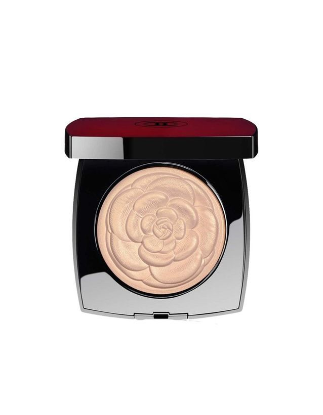 Poudre Illuminatrice, Camélia de Chanel, Chanel, 65 €