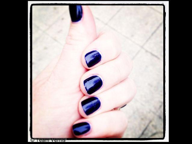 La manucure Bleu Cobalt d'Yves Saint Laurent
