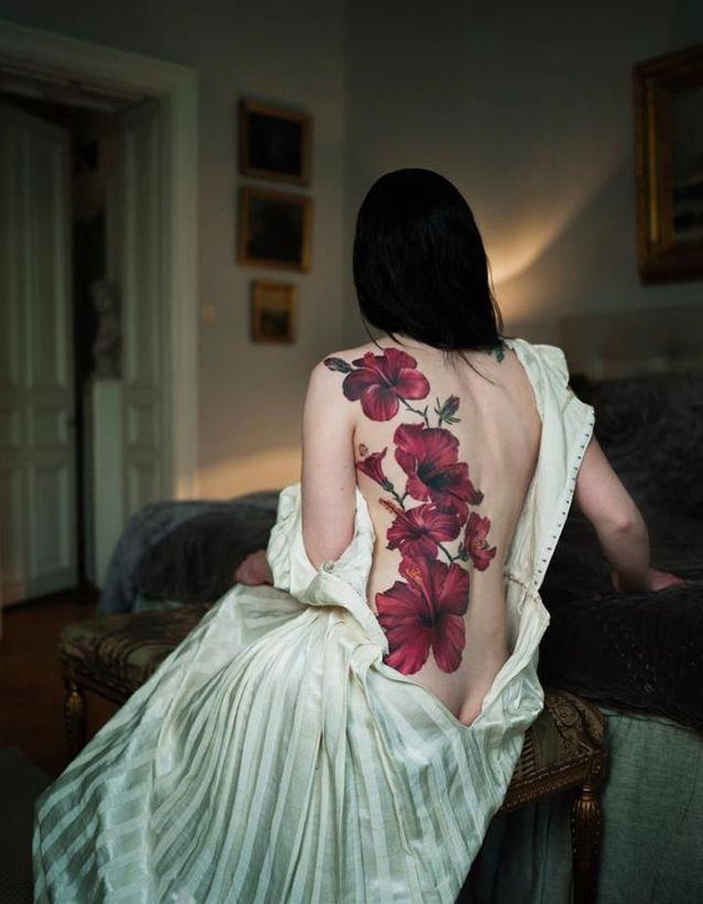 Idée tatouage : des hibiscus géant