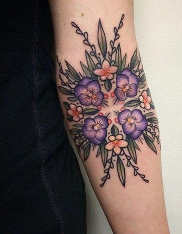 Idée tatouage : un motif géométrique et floral