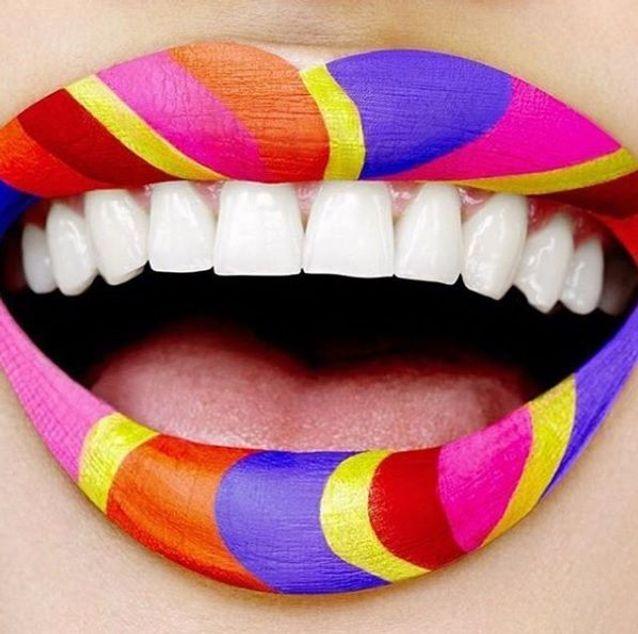 Le lip art multicolore de M.A.C