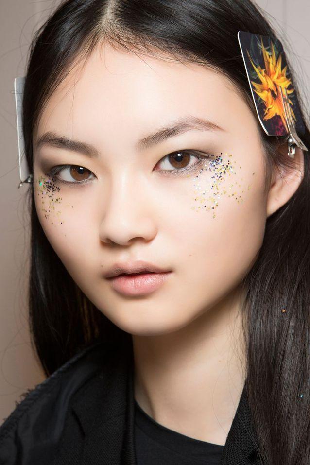 Maquillage pailleté de toutes les couleurs