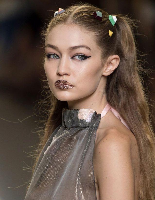 Maquillage pailleté lèvres