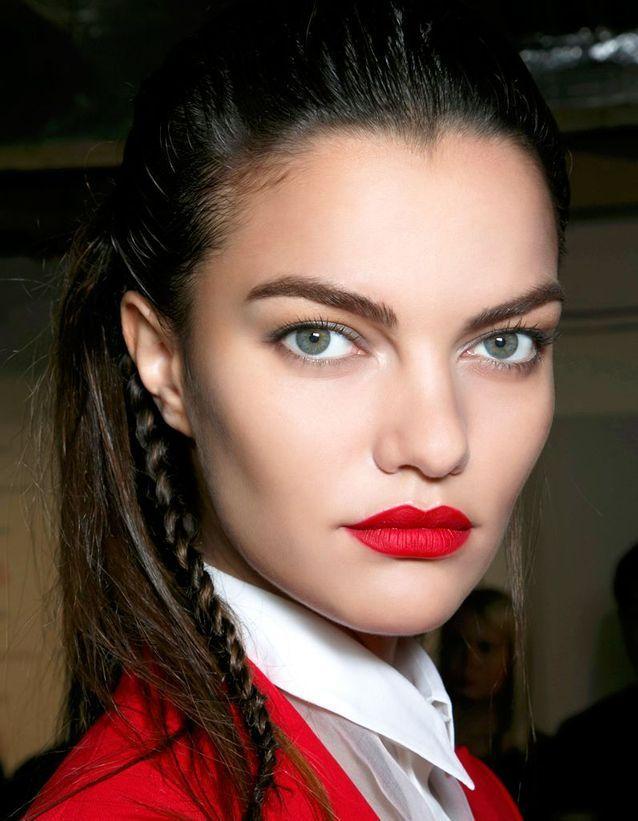 Les hommes aiment le rouge à lèvres rouge