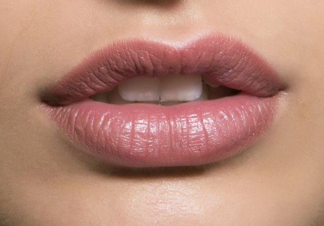 Maquillage bouche discret