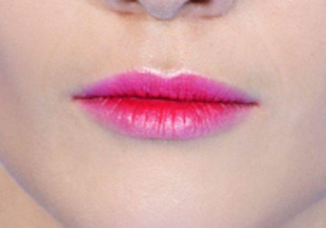 Maquillage bouche fine