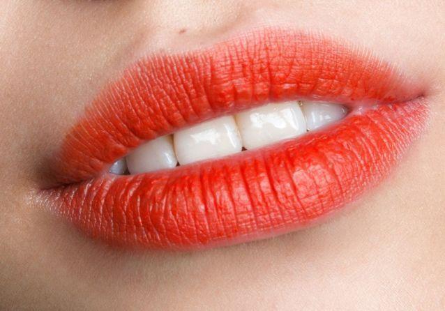 Maquillage bouche orange