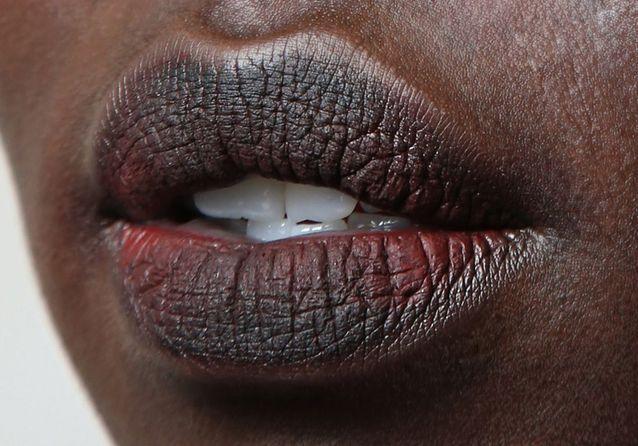 Maquillage bouche peau noire