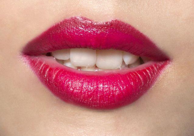Maquillage contour bouche