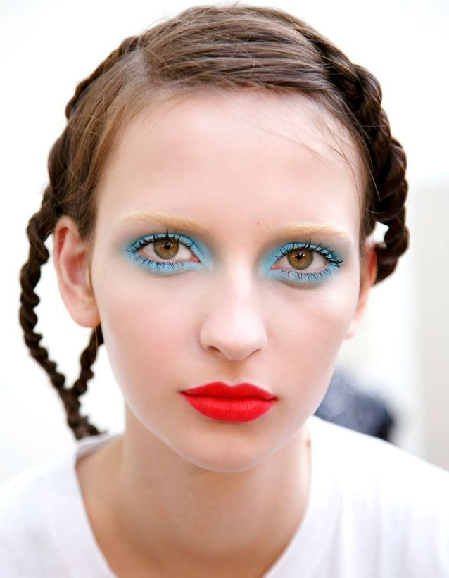 Le maquillage bleu : don't