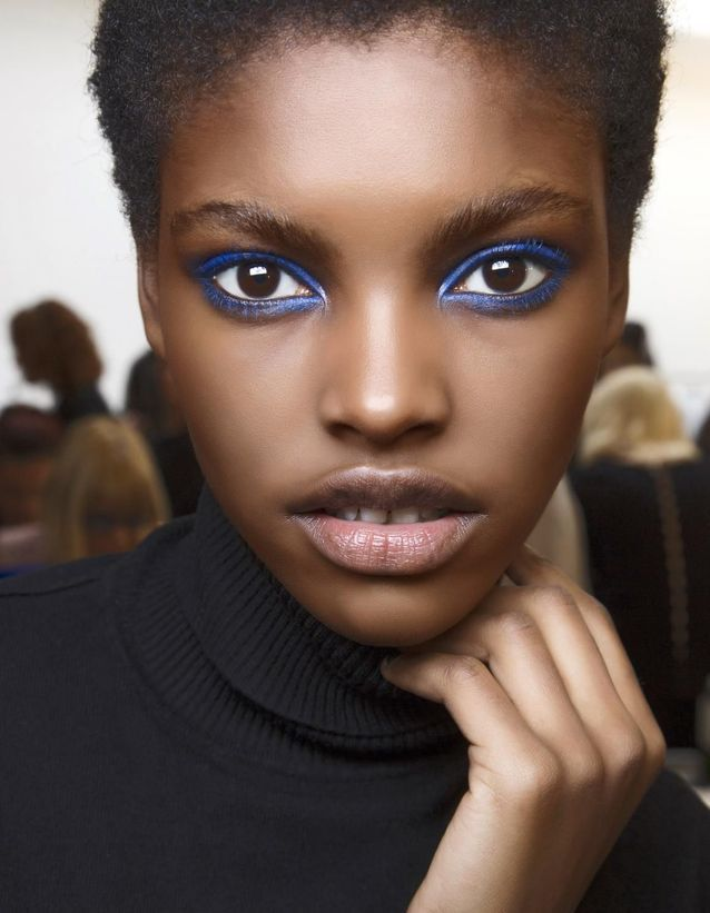 Maquillage Réveillon halo bleu