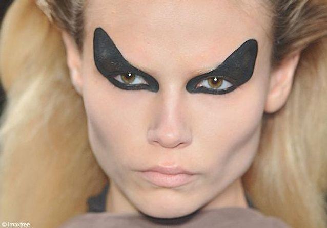 Paris : maquillage des podiums hiver 2010/2011 - Deuxième jour