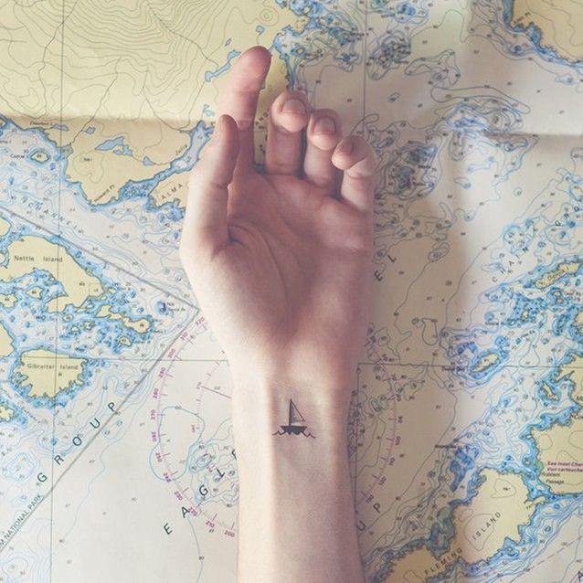 Petit tatouage discret poignet