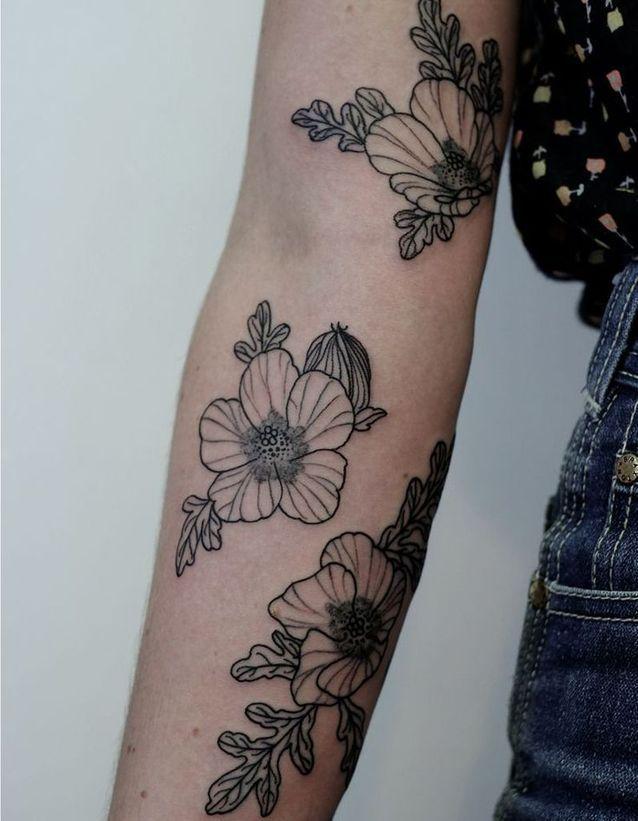 Tatouage bras floral