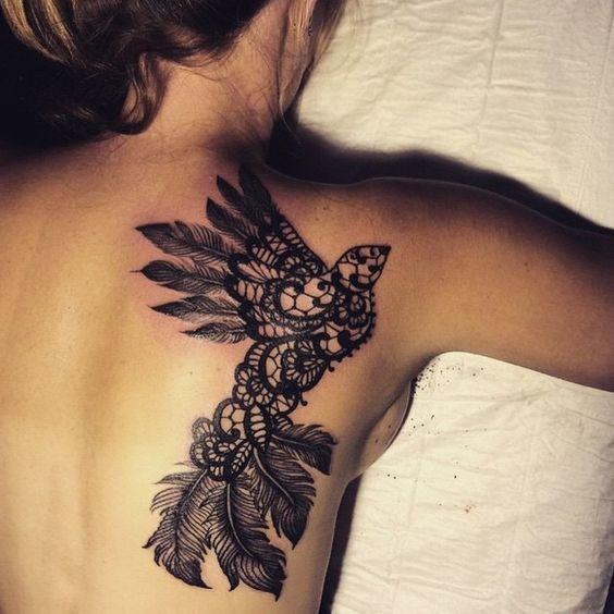 Tatouage dentelle dos