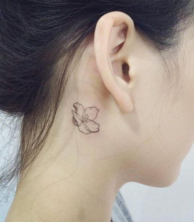 Tatouage Derriere L Oreille Lotus 20 Idees De Tatouages Derriere L Oreille Jolis Et Discrets Elle