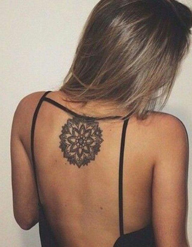 Tatouage Dos Fleur Ces Tatouages De Dos Qu On A Envie De Devoiler Elle