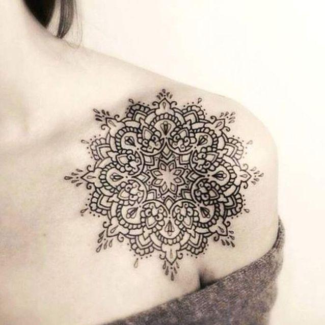 Tatouage épaule mandala