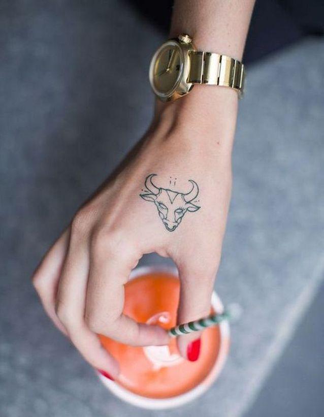 Tatouage main animal tattoo