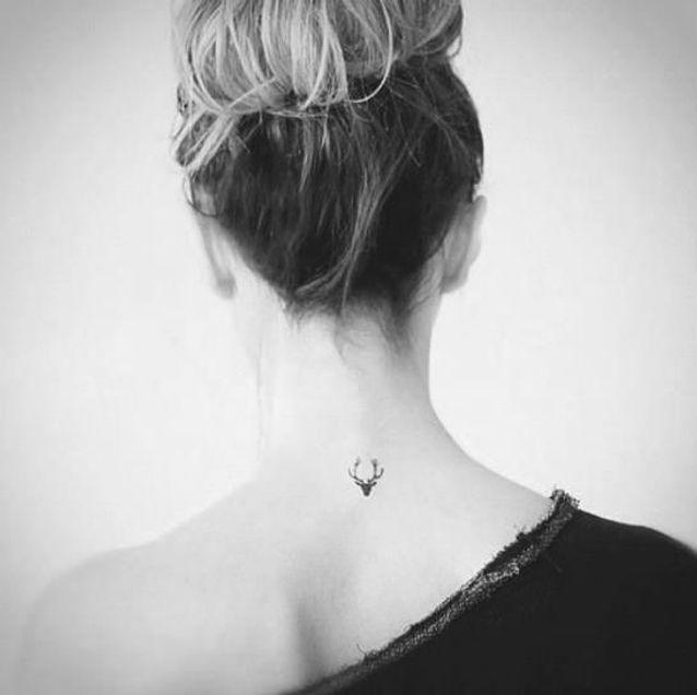 tatouage nuque : 20 idées de tatouages à se faire dans la nuque - elle