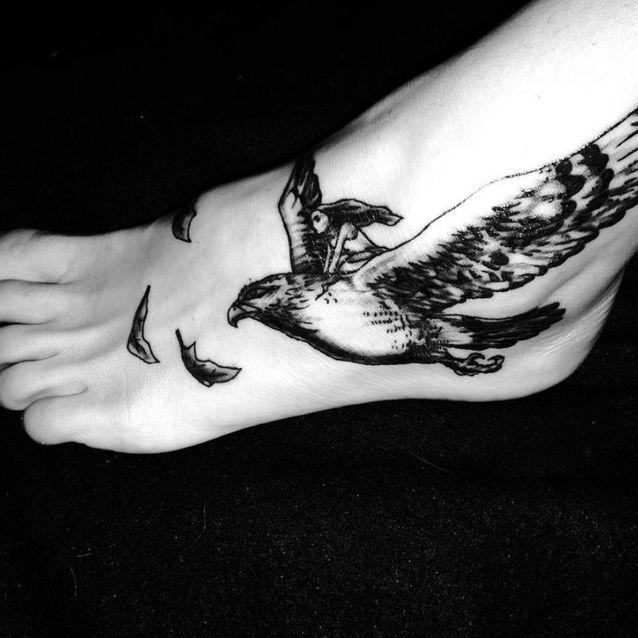 Tatouage oiseau pied