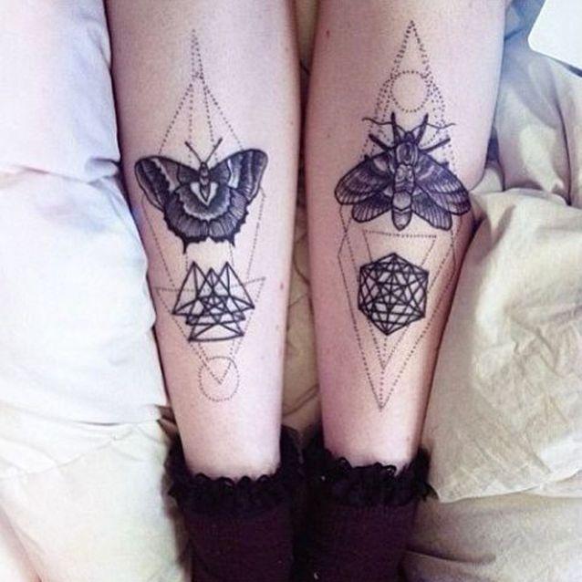 Tatouage papillon jambes