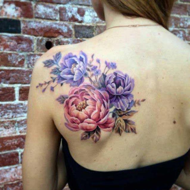 Tatouage pivoine dans le dos
